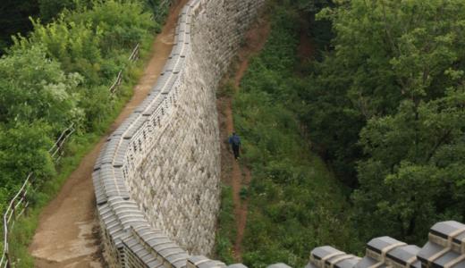 """韓国版の""""万里の長城""""と自然豊かな南漢山城ハイキング"""