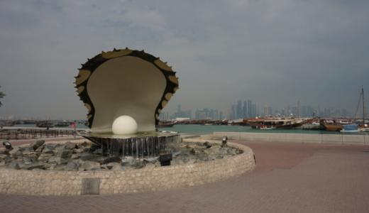 真珠の記念碑「The Pearl」とドーハのバスの車窓から