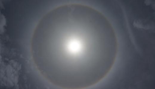 グアムで遭遇したハロ現象(日暈)~太陽の周りに虹色の輪~