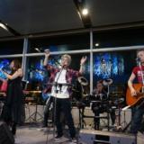 空港のX'masは本格派!Please Be Jazzy/GUITER☆MANのライブステージ
