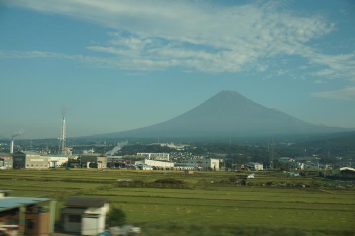 車窓 東海道 新幹線 東海道新幹線で景色を楽しむならA席?E席? それぞれ派の言い分