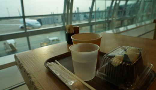 朝便でサッと朝食!ANA FESTA 羽田60番ゲートフード店でおにぎりセットを食べる